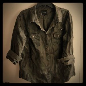 Camo snap button long sleeve top